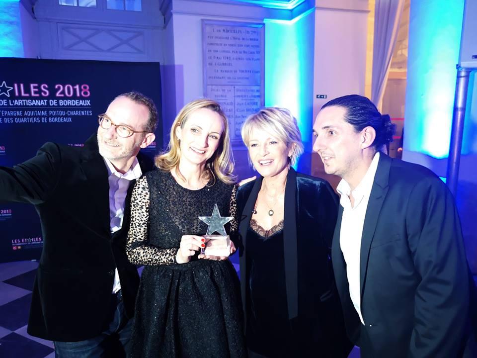 Sophie Davant, présentatrice émérite de la soirée vient féliciter l'équipe De Grimm